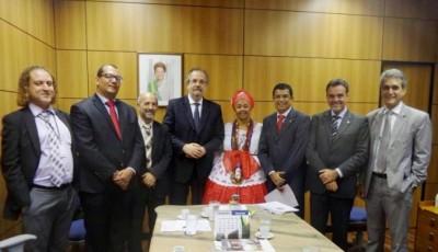 Davidson Magalhães e comitiva com ministro do Trabalho