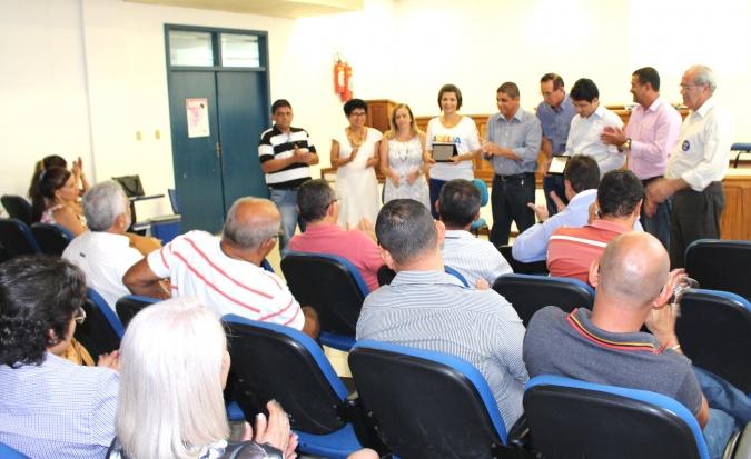 Prefeitos e Prefeitas do Sul da Bahia entregaram a placa a reitora Adélia Pinheiro (2)