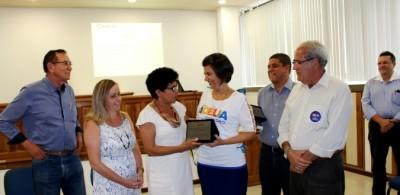 Prefeitos e Prefeitas do Sul da Bahia entregaram a placa a reitora Adélia Pinheiro