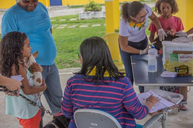 Animais domésticos estão sendo vacinados contra a raiva em Itabuna - Foto Gabriel de Oliveira (1)