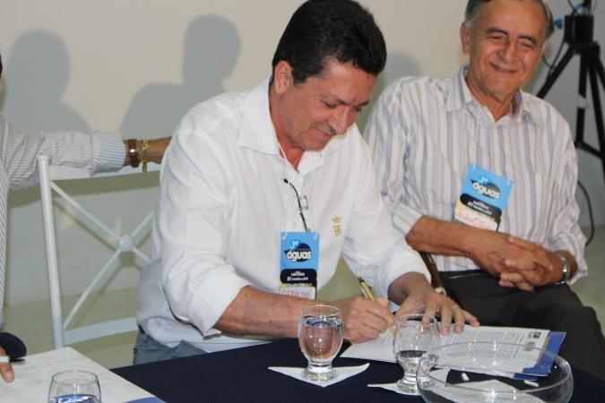 GS_forumAguas_assina_carta_compromisso