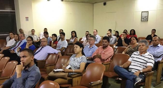 Contadores, empresários e administradores participaram da reunião