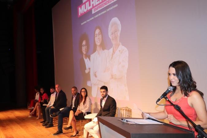 wandressa-souza-coordenadora-do-forum-da-bahia-mulheres-empreendedoras-foto-viviane-cabral-5